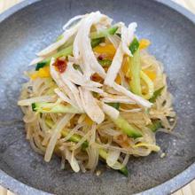 韓国風蒸し鶏の春雨サラダ