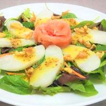 梨と生ハムのサラダ