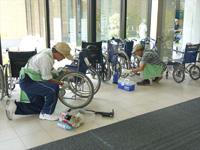 車椅子のメンテナンス写真